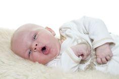Para la tos seca es buena solución poner  un humificador o media cebolla encima de la mesita de noche.
