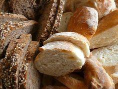 Brot - fast jeder isst es täglich. Immer mehr Menschen greifen da zu Vollkornbrot - doch ist dunkles Brot immer gleich Vollkornbrot? Ganz klar: Nein! Erfahrt mehr darüber...