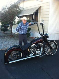 Billedresultat for mexican style bagger harley davidson Harley Softail, Harley Bobber, Harley Bikes, Bobber Motorcycle, Cool Motorcycles, Motorcycle Garage, Softail Bobber, Motorcycle Paint, Classic Harley Davidson