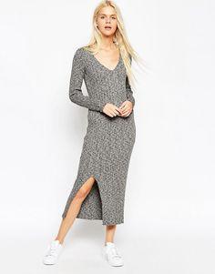Платье миди в рубчик с V-образным вырезом и разрезом до бедра ASOS