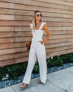 Adorable White Jumpsuit with Ruffle Sleeves Rehearsal Dinner Dresses, White Jumpsuit, Mode Inspiration, Simple Outfits, Spring Summer Fashion, Summer Chic, Ideias Fashion, Rompers, Street Style