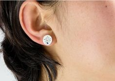 Blue Moon: Sterling Silver 925 earring with Diamond Cut Sapphire stone.