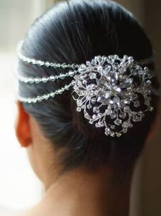 Freshwater pearl and crystal hair jewelry/headpiece Indian Bridal Hairstyles, Pretty Hairstyles, Wedding Hairstyles, Bun Hairstyles, Bun Hair Piece, Hair Pieces, Pelo Vintage, Hair Ornaments, Hair Jewelry
