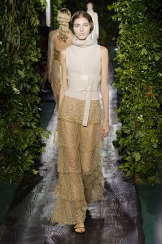 Valentino Haute Couture 2014 / 2015. (Photos ©Imaxtree). #wear #dress #valentino
