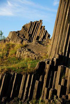 Panska Skala Stone Wall Design, Basalt Rock, Nature Photography, Travel Photography, Basalt Columns, Cool Tree Houses, Natural Structures, Rock Pools, Jolie Photo