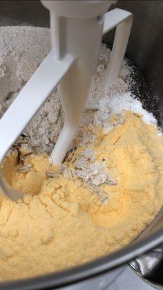 GLUTENFRI HAVREBRØD MED SOLSIKKEFRØ (3 BRØD) Ice Cream, Desserts, Food, No Churn Ice Cream, Tailgate Desserts, Deserts, Icecream Craft, Essen, Postres