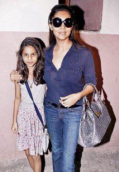 #ShahRukhKhan's wife #GauriKhan with their daughter Suhana Khan!