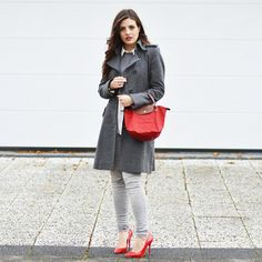 Today's classy combination of Red and Grey. Full article on the Blog later.. #fashionista #blogger #fashionblogger #fashion #ootd #lookoftheday #lookbook #luxury #woman #classic #streetchic #styleinspiration #inspiration #red #grey #drykorn #coat #mangofashion #blouse #jeans #highheels #pumps #officelondon #longchamp #bag #accessoires #elegance #photooftheday