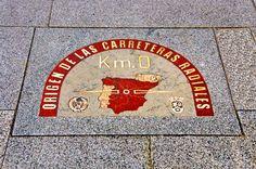 ¿Sabías que desde este punto de la madrileña Puerta del Sol empiezan a contar los km las carreteras radiales españolas? This is the KM, in Madrid´s Puerta del Sol. Did you know all the Spanish radial roads start counting their km from this point?