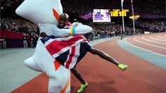 Great Britain's Mo Farah celebrates his gold medal with Wenlock Mo Farah of Great Britain celebrates winning gold in the men's Final on Day 8 of the London 2012 Olympic Games at the Olympic Stadium. Mo Farah, Run Like A Girl, Girls Be Like, Sunday In London, Olympic Mascots, London Olympic Games, Olympic Flame, 2012 Summer Olympics, Olympic Gold Medals
