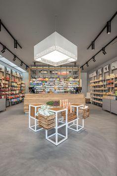 Pharmacy Interior Design by Am Lab - Retailand.com