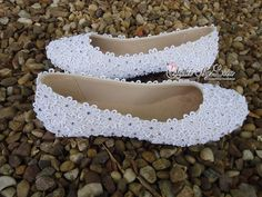 Discover recipes, home ideas, style inspiration and other ideas to try. Bling Shoes, Fancy Shoes, Cute Shoes, Me Too Shoes, Crochet Shoes, Crochet Slippers, Wedding Shoes Heels, Bridal Shoes, Diy Fashion