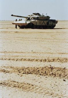 A Challenger tank of 7th Armoured Brigade Headquarters troop in the desert before the start of the Ground Offensive.  (Imperial War Museum)
