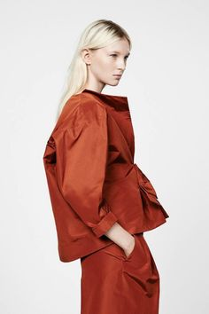 Jil Sander Resort 2015 Fashion Show Collection: See the complete Jil Sander Resort 2015 collection. Look 5 Look Fashion, Fashion Details, Fashion News, Fashion Show, Womens Fashion, Fashion Trends, Jil Sander, Style Casual, My Style