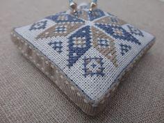 Steekjes & Kruisjes van Marijke. : Ster Embroidery Stitches, Embroidery Designs, Cross Stitch Finishing, Needle Book, Cross Stitch Samplers, Pin Cushions, Needlepoint, Coin Purse, Vans