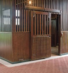 This beautiful horse barn at Faraway Farm in Kentucky was built in and is home to the stall of the famous American stallion Man o' War. Dream Stables, Dream Barn, Horse Stalls, Horse Barns, Barn Stalls, Kentucky Horse Farms, Horse Shelter, My Old Kentucky Home, Kentucky Derby