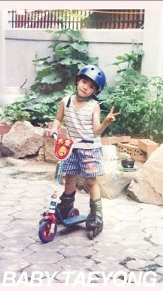 He's in rollerblades trying to ride a scooter.i wonder where nct got their craziness from? Nct Taeyong, Nct 127, Ntc Dream, Ty Lee, Nct Life, Childhood Photos, Wattpad, Mark Nct, Na Jaemin