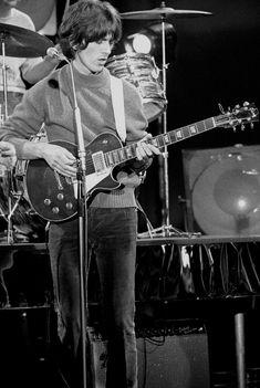 """stillmyguitar: """" George in action """""""