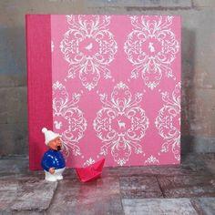 Großes pinkfarbenes stoffbezogenes Fotoalbum