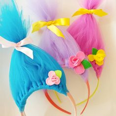 I made a dozen of these Troll hair headbands yesterday including all the little flowers! I even went live for the first time on Facebook and did a video tutorial (it was scary)! Anyway, I made these for opening day for my daughters softball team, Troll-riffic! I hope they like them! . . . #trolls #trollsmovie #poppy #headbands #kidstuff #softball #softballmom #crafts #instacrafts #handmade #easycrafts #create #crafting #instagood #artsandcrafts #craftstagram #pylgsa #pyl #tutorial #tulle…