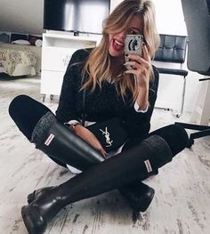 black-hunter-boots-outfit-idea- How to rock the hunter rain boots http://www.justtrendygirls.com/how-to-rock-the-hunter-rain-boots/