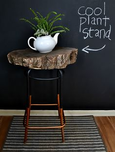 DIY log slice side table tutorial. This makes a fun rustic home decor piece.