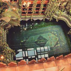 Amazing Persian carpet swimming pool in Sami Angawi's house, Jeddah, Saudi Arabia. Interior Exterior, Interior Architecture, Public Architecture, Dream Home Design, House Design, Patio Design, Jeddah Saudi Arabia, Beautiful Homes, Beautiful Places
