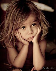 Sad, perplexed and thoughtful little girl - Petite fille triste, perplexe et pensive Precious Children, Beautiful Children, Beautiful Babies, Beautiful People, Foto Portrait, Portrait Photography, Cute Kids, Cute Babies, Kind Photo