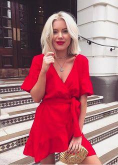 Confira quais são as cores do verão 2018. Analisamos o instagram da it girl Laura Jade Stone e revelamos quais são cores eleitas por ela.