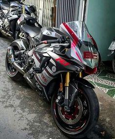 Yamaha for supersport bikers Yamaha R1, Yamaha Motorcycles, Gp Moto, Moto Bike, Motorcycle Bike, Motorcycle Memes, Custom Street Bikes, Custom Sport Bikes, Super Bikes