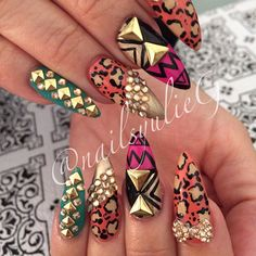 Almond Nail Art (yulie Gonzalez) These Nails Get Nails, Dope Nails, Bling Nails, Stiletto Nails, Crazy Nails, Funky Nails, Fabulous Nails, Gorgeous Nails, Pretty Nails