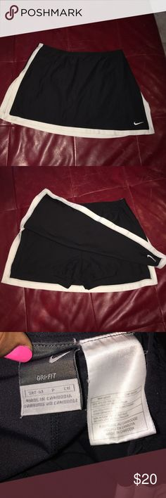 Nike Dri Fit Skort Black and White Nike Dri Fit Tennis Skort! In Excellent Condition! Size is small(4-6) Nike Skirts Mini