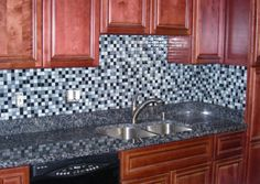 warren glass back splash.jpg 800×568 pixels