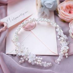 Gorgeous silver flower wreath, bridal hair vine. ⭐️ WORLDWIDE FREE SHIPPING ⭐️ Unique floral design for a unique bride! Its absolutely flexible hairvine has many options to wear, as wreath or headpiece. Choose your color: Gold or Silver tone, white or light pink flowers. ❤️ size: