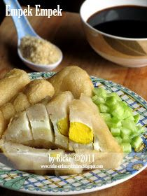 Just My Ordinary Kitchen...: EMPEK EMPEK (PEMPEK) PALEMBANG Savory Snacks, Snack Recipes, Cooking Recipes, Fish Recipes, Beef Recipes, Chicken And Beef Recipe, My Favorite Food, Favorite Recipes, Malay Food