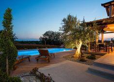 Villa Deklic: Ferienhaus mit Pool in Istrien, Kroatien Hotels, Villa, Bridal Collection, Life Is Beautiful, Girl Hairstyles, Fields, Places To Go, Patio, Outdoor Decor