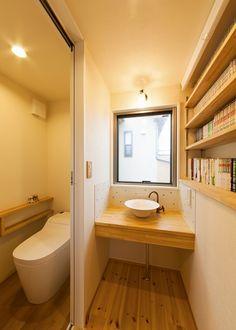 機能的で質実な建築。少し先の変化も見つめて | 新築事例集 |注文住宅を湘南・横浜・厚木など神奈川でお考えなら優建築工房へ Small Toilet Room, Small Bathroom, Bathroom Toilets, House Entrance, Corner Bathtub, Ideal Home, Sink, Interior, Blue Prints