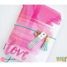 Ya tenéis nuestro blog un nuevo tutorial que no os podéis perder!!! Scrapmaniak ha diseñado para nosotras este MIDORI precioso, con la colección Oh My Heart, de Pink Paislee!! ❤️❤️  Y además ahora tenéis todavía más OFERTAS!!! http://mundoscrap.com/