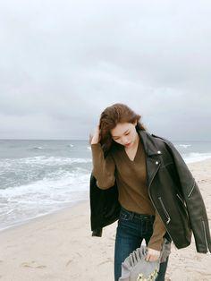 Choi Yoojung, Kim Doyeon, Ulzzang Korean Girl, Mixed Girls, Cute Girl Face, Airport Style, Woman Crush, Korean Singer, Alter