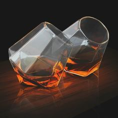 For some added class and style, why not get a set of these awesome diamond whisky glasses? Their unique design allows them to stand at an angle so you can rotate the glass and enjoy the full flavor your whisky has to offer. Whiskey Glasses, Shot Glasses, Glasses Style, Whiskey Decanter, Cadeau Design, Verre Design, Decoration Originale, In Vino Veritas, Deco Design