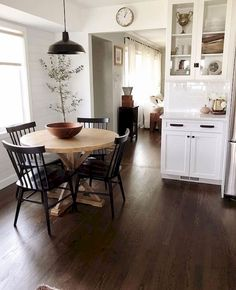 Utilize these home decor ideas to enhance your house and give it new life. Home decorating is exciting and may change your house into a home once you understand how to do it right. Dining Room Design, Design Kitchen, Design Bedroom, Kitchen Layout, Home Fashion, City Fashion, My New Room, Style At Home, Cozy House