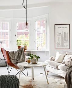 Another fresh nordic interior, this apartment is in a building that was originally built in 1914. Now completely renovated, it retains some classic features whilst mixing it with a fresh look … dove grey painted floorboards, checkerboard tiles in the bathroom & limestone countertops in the new kitchen, along with some cool lighting choices. Via Stadshem x debra …
