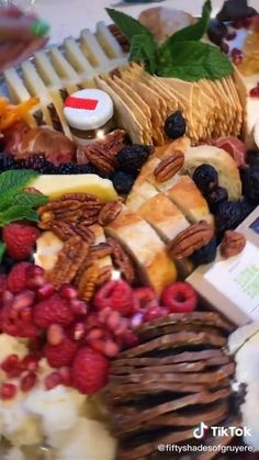 Charcuterie Recipes, Charcuterie And Cheese Board, Charcuterie Platter, Cheese Boards, Charcuterie Display, Charcuterie Spread, Snack Platter, Platter Ideas, Party Food Platters