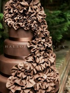 #Chocolate #Ruffle #Cake looking so good, we want a slice! Great #CakeDecorating We love and had to share!