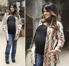 Heavily pregnant Penelope Cruz has been spotted visiting her sister Monica, who has just given birth to her first child, a baby daughter Penelope Cruz, Maternity Fashion, Dark Hair, Style Me, Celebrity Style, Pregnancy, Kimono Top, Daughter, Celebrities