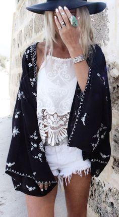 bohemian boho style hippy hippie chic bohème vibe gypsy fashion indie folk look outfit. Coachella outfit.