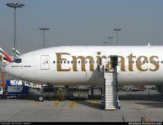 Emirates Airline, Boeing 777, Photo Online, Airplane, Dubai, Cool Photos, Aircraft, Men Tattoos, Arm