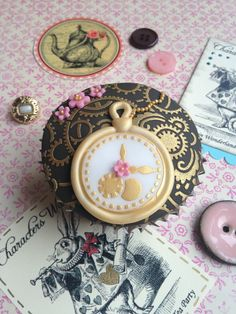 Alice in Wonderland's White Rabbit inspired this cupcake. Using our Cogs and Clock Faces stencils, we have also added a vintage pocket watch topper. Stencils can be found on www.cakecrafting.co.uk