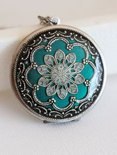 Locket, Silver Locket,Green Locket,filigree locket necklace,photo locket , vintage locket,Wedding Necklace,bridesmaid necklace