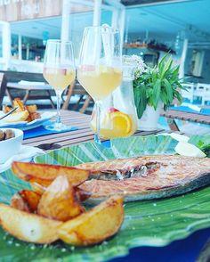 Schönen Freitag Abend  #dinner #eating #fish #food #foodie #friday #happyevening #holiday #ibiza #instadaily #salmon #sangria #spain #spanien #vacation